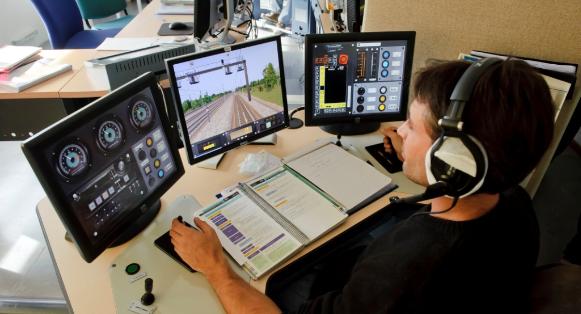 Simulation de conduite de train dans un centre de formation